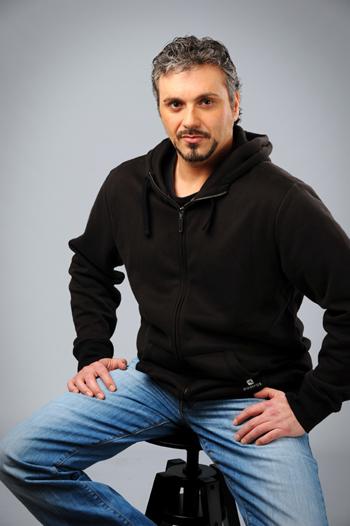 Salvador Badillo, Autor De 'Bendito Karma'
