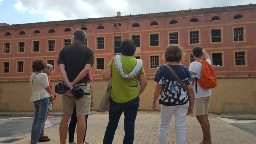 Parada de la Ruta de l'Home Honrat a la Cotonera Igualadina, la principal fàbrica de la ciutat durant dècades.